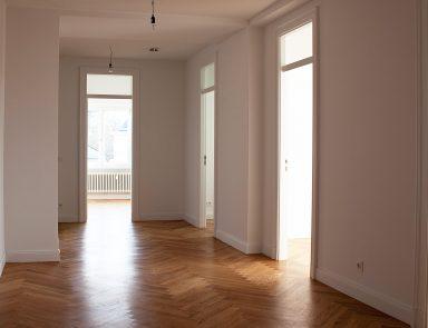 Zimmertür aus Holz