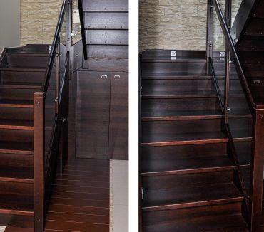 Holztreppe mit Glasgeländer