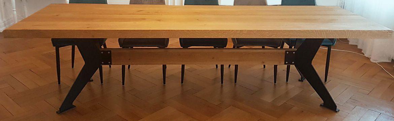 Besprechungstisch aus Holz